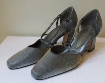 1990s gray pumps/ 1990s heels/ 1990s shoes