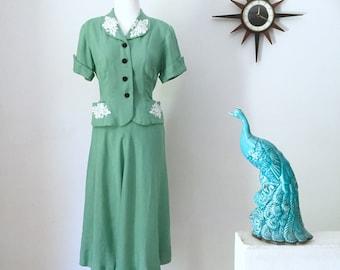 Vintage 1940s ladies summer suit in sage green