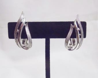 Vintage Sarah Coventry Silver Tone Swirl Tear Drop shapped Clip on Earrings SC Sarah Cov
