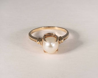 14K Yellow Gold Pearl Ring, size 8.5