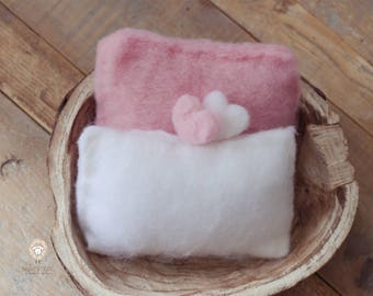 Pillow in wool, photo props