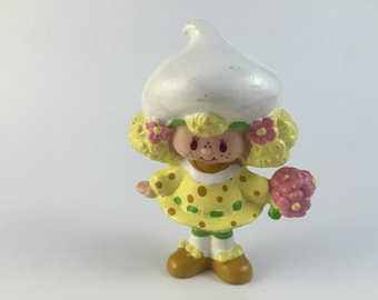 Strawberry Shortcake Lemon Meringue picking a flower PVC Figure 1981
