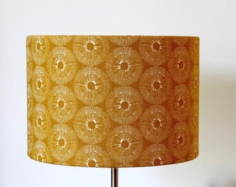 Lampshade yellow and white, mustard honey gold lightbrown, circular geometric pattern print, decorative colorful striking, handmade drum
