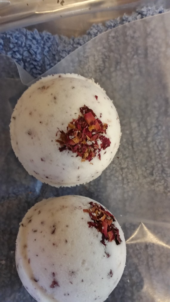 Natural Moisturizing Bath Bomb