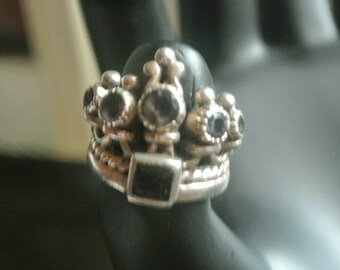 A Cute Crown Ring