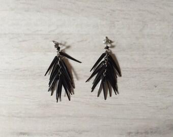 lack spikes earrings | chandelier earrings