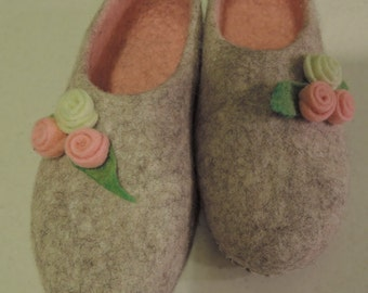 Boiled wool slippers felt slippers  home shoes women  Woolen clogs natural wool flowers