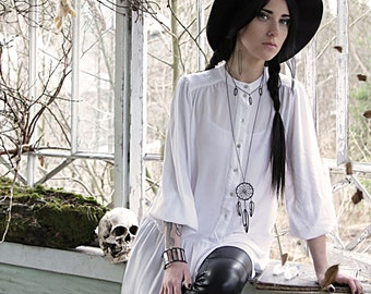 Necklace with crystals, witch jewelry, goth necklace, pagan jewelry, occult jewelry, minimalist jewelry, crystal jewelry, gothic jewelry