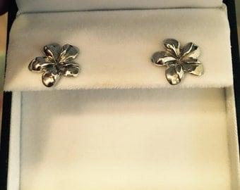 Hawaiian Plumeria Lei Flower Earrings In Silver