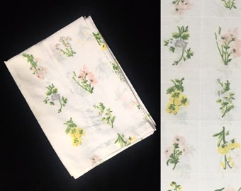 Single Pillowcase   Standard Size   Utica   Floral Bouquet Checker