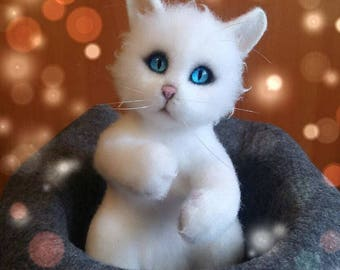 Needle felted Kitten Syoma, needle felt animals, felted cat, hand made toy, wool art sculpture