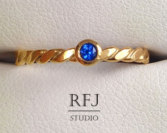 Flat Rope Lab Sapphire Rose Gold Ring, September Birtstone Blue Corund 14K Rose Gold Plated Ring 14K Gold Lab Sapphire Flat Twisted Ring