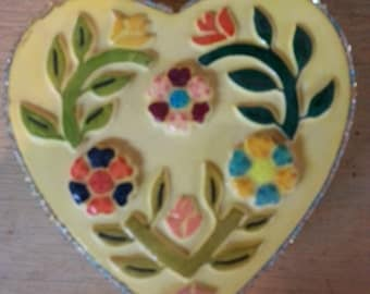 16. Heart shaped ceramic box, hand painted, BB016