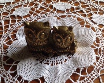 Vintage brass figurine of a pair of cute owls sitting on a branch