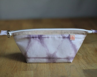 Hemp Zipper Pouch Naturally Dyed with Logwood, Pencil Case, Small Bag Organizer, Handmade Bag, Small Travel Pouch,Plant Dyed, Natural Fibers