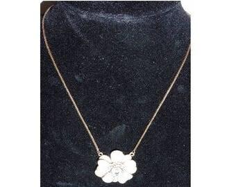 Vintage 1950s rolled Gold Flower Rhinestone necklace