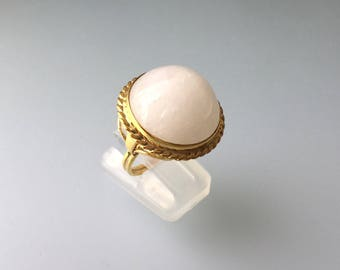 White Jade Round Cab Ring