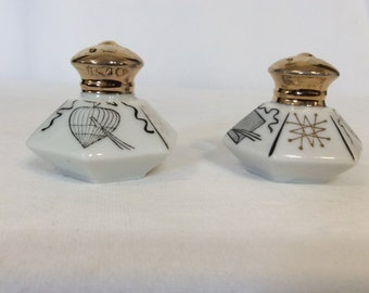 Vintage Made In Japan Hexagon White and Gold Small Salt and Pepper Shakers