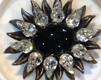 Large Mourning brooch with black n white design