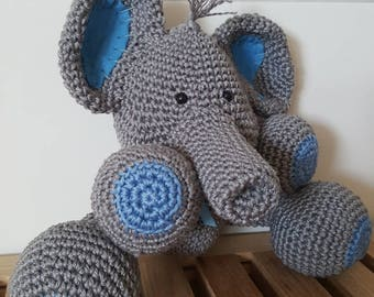 the elephant, crochet in the colour grey blue, with a sweet littly bow , Amigurumi, babypresent