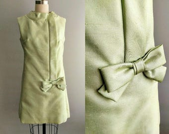 melon / mod 1960s party mini dress in green with bow detail / 4 6 8 small