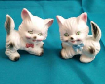 Artmark White & Grey Siamese Kitten Salt and Pepper Shakers/Kitten Salt and Pepper Shaker Set/Vintage Salt and Pepper Shaker Set