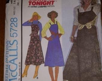 McCall's 5728 vintage 1977 misses jumper dress size 14-16 92-97 cm. Misses medium size.  Uncut