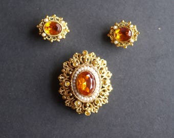 Vintage jewellery set orange rhinestone and faux pearl ornate filigree brooch and matching clip on earrings