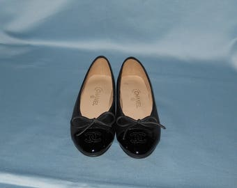 Authentic vintage Chanel shoes ! Genuine leather!