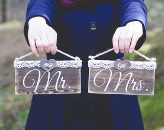Mr and Mrs chair signs. Rustic Mr and Mrs signs. Wedding decoration Mr and Mrs. Table signs Mr and Mrs. Hanging wooden signs Mr & Mrs