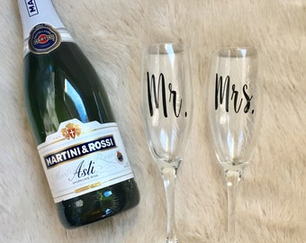Mr. and Mrs. Champagne Glasses//Bride and Groom//Champagne Flutes//Engagement//Gifts