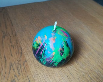 Ball candle with fluorescent swirls scented bubblegum