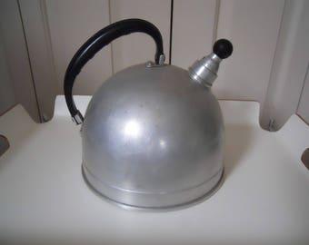 vintage Mirro aluminum whistling teakettle teapot A1544M 4-quart