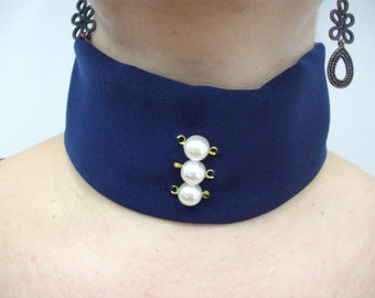 Fabric collar and pearls necklace