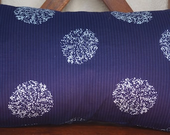 Series 5 stars:, Cushion cover 30x50cm (12 x 20 inches), printed Indian cotton shibori way. Color indigo blue and white