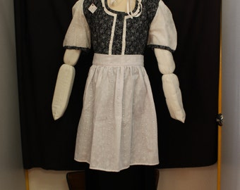 Peasant girl costume, ref: b2 in size 6/8 years.