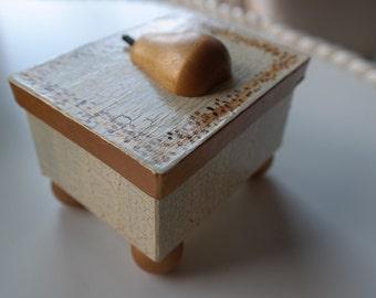 Golden Pear Box