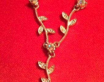 Rhinestone flower motif necklace