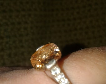 Size 7 1/2 vintage ring~ Ships FAST and FREE!