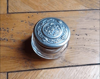 Small box Art Nouveau round cut Crystal and silver with plant motifs cover