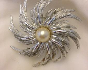 Vintage Pearl Supernova Pin