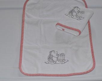 Burp pad with hedghog embroidry