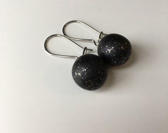 Ball-Shaped Kidney Hook Earrings