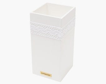 Pen box Liv wood - small storage box - white chalk color - with white lace
