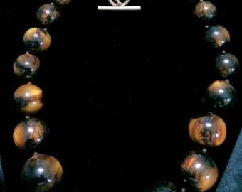 Chunky Moonglow Lucite graduated hand tied bead choker