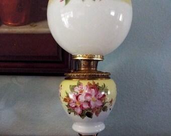 Beautiful Bradley & Hubbard Banquet Oil Lamp