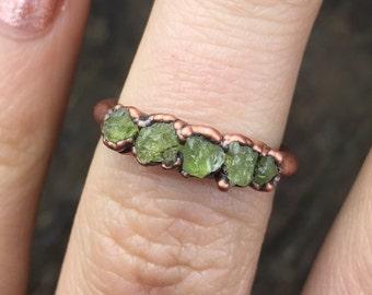 Raw peridot ring / Peridot ring / Raw gemstone ring / August birthstone ring / Green gemstone / Rough gemstone ring / Gift for her