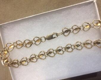Beautiful 10k heart shaped bracelet 6.7 grams
