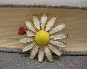 Vintage Weiss Daisy and Ladybug Brooch
