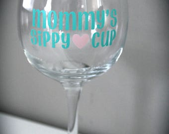 Mommy's sippy cup, mom wine glass, mommy's juice, mommy glass, personalized wine glass, mommy glass